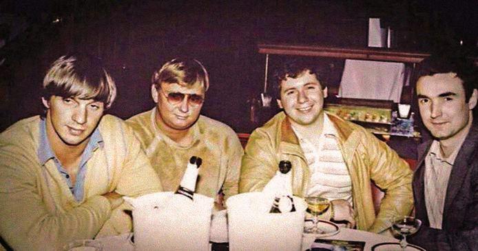 Heineken-ontvoerders Willem Holleeder, Cor van Hout, Jan Boellaard en Frans Meijer. Holleeder zou zich pas in 1981 aansluiten bij de vriendengroep, die daarvoor al een serie geruchtmakende overvallen had gepleegd.