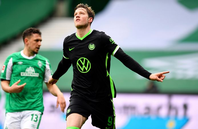 Wolfsburg's Wout Weghorst celebrates scoring his side's second goal of the game during the German Bundesliga soccer match between Werder Bremen and VfL Wolfsburg at Weserstadion in Bremen, Germany, Saturday, March 20, 2021. (Carmen Jaspersen/dpa via AP)