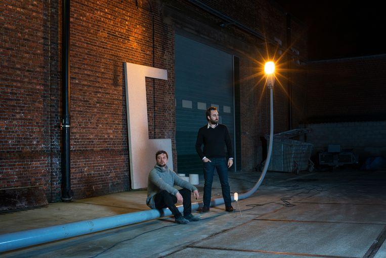 Kunstenaar Frederik Van Simaey en designer Frederik Delbart.  Beeld Karmen Ayvazyan