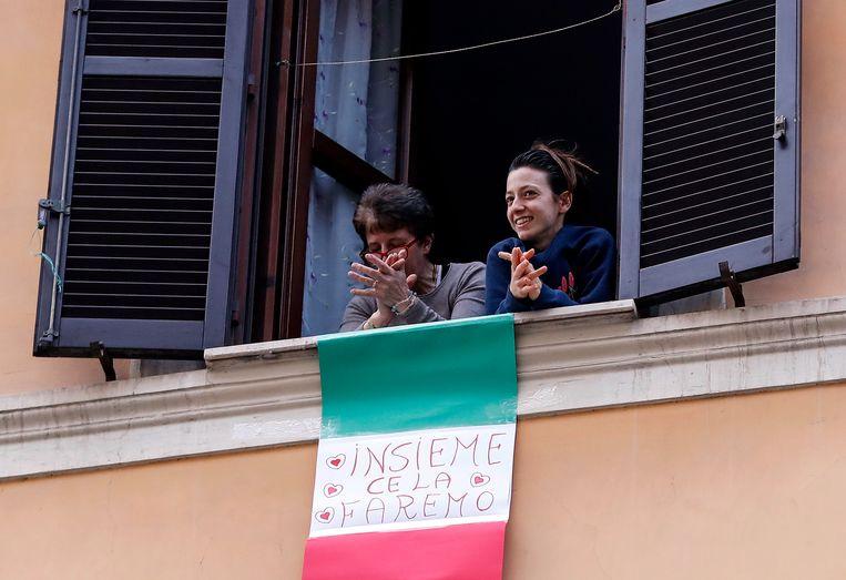De Italianen leren al een tijdje te leven met de lockdown. De strijdbaarheid is groot. Beeld EPA