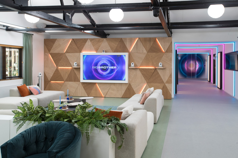 De huiskamer in het nieuwe Big Brother-huis in Amsterdam-Zuidoost. Het programma begint maandag. Beeld ANP