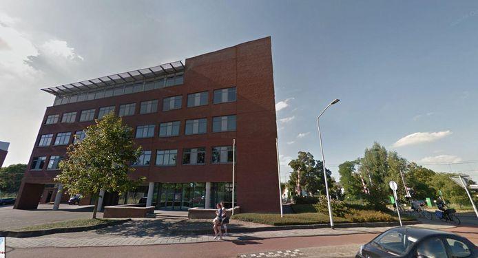 Het kantoorgebouw wordt verbouwd tot appartementencomplex.