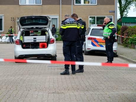 Politie houdt vijf jongens aan voor schietincident in woning Iepenstraat