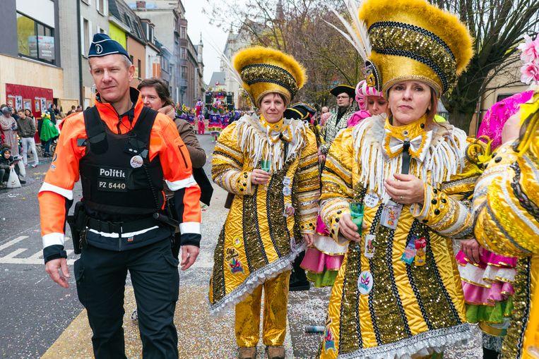 Hoofdinspecteur Bart Pardaens weet hoe hij carnavalisten moet aanpakken. 'Je moet er een beetje in meegaan.'  Beeld Damon De Backer