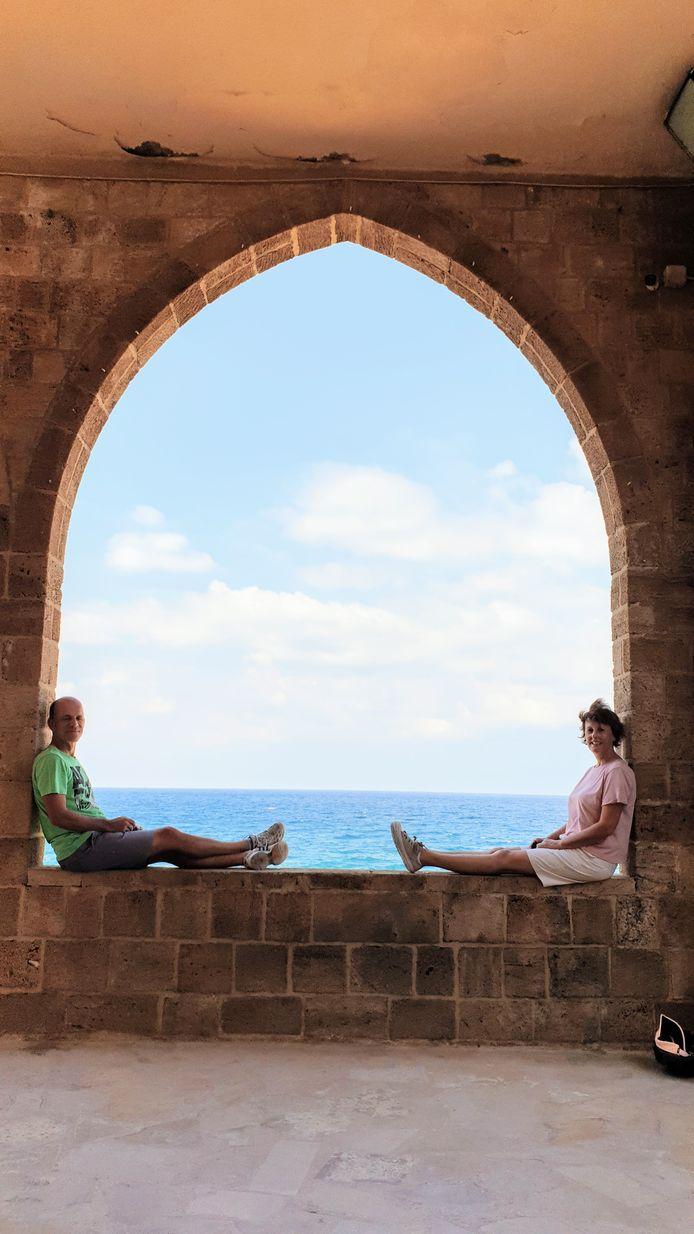 Jan en Hedwig Waltmans in het historische kuststad Batroun in Libanon. Het is één van de oudste steden ter wereld.