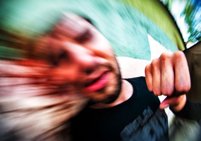 Het slachtoffer werd in een wurggreep genomen, geschopt en gestompt. Foto ter illustratie.
