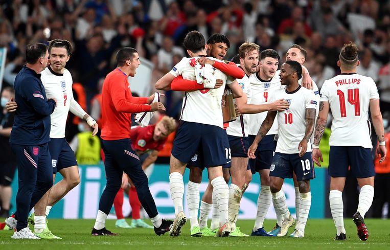 Engelse spelers vieren de winst.  Beeld EPA