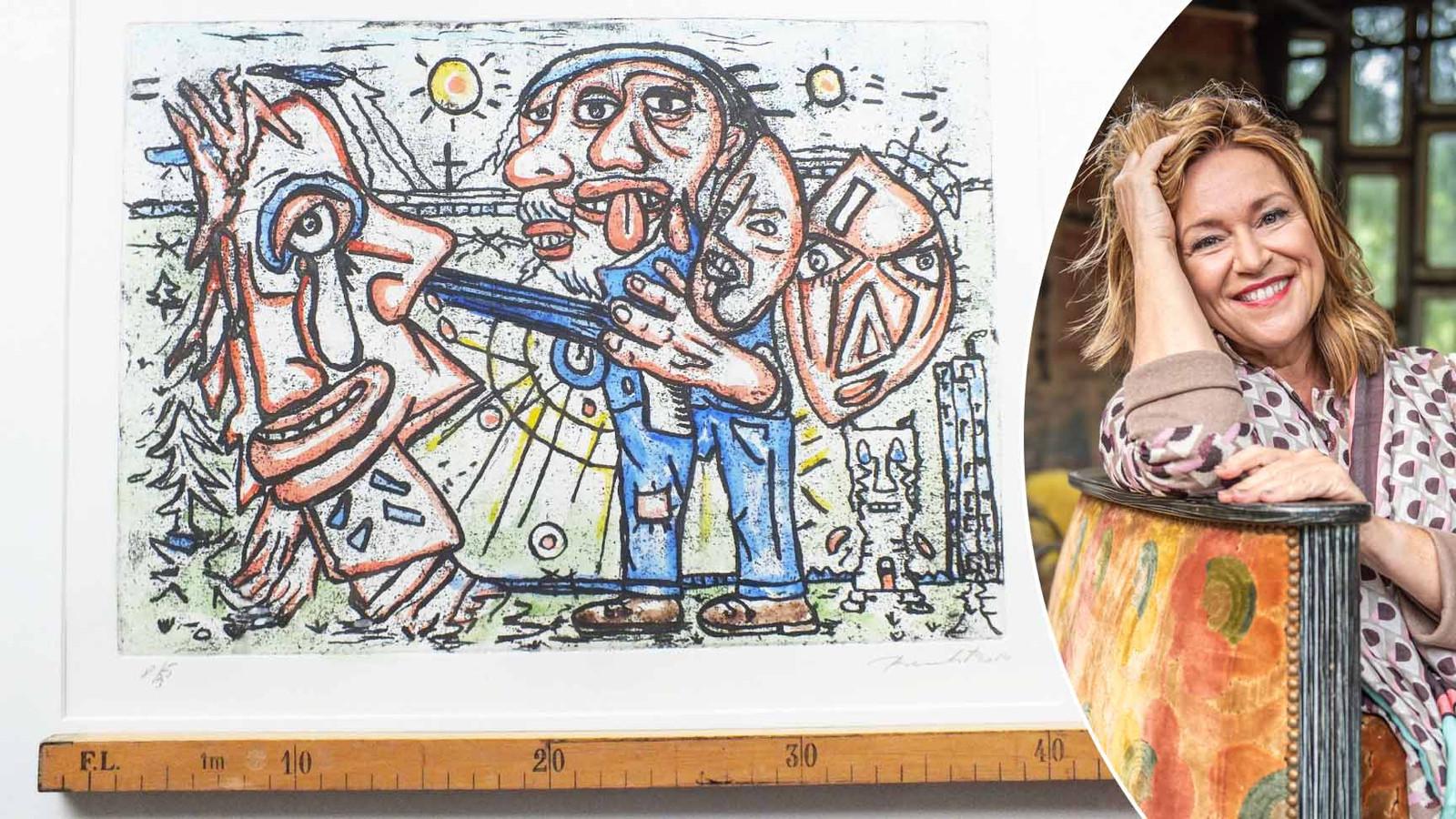 Links: een van de werken die kunstdealer Bie Baert (rechts) beoordeelde.