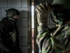 Grootschalige oefening met honderden militairen en tientallen militaire voertuigen in Friesland