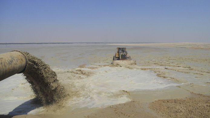 Baggerwerkzaamheden in het Suezkanaal.