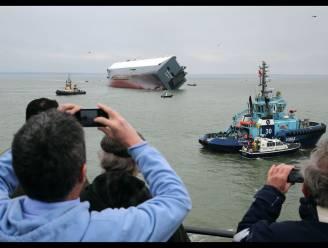 Gestrand vrachtschip wordt toeristische attractie