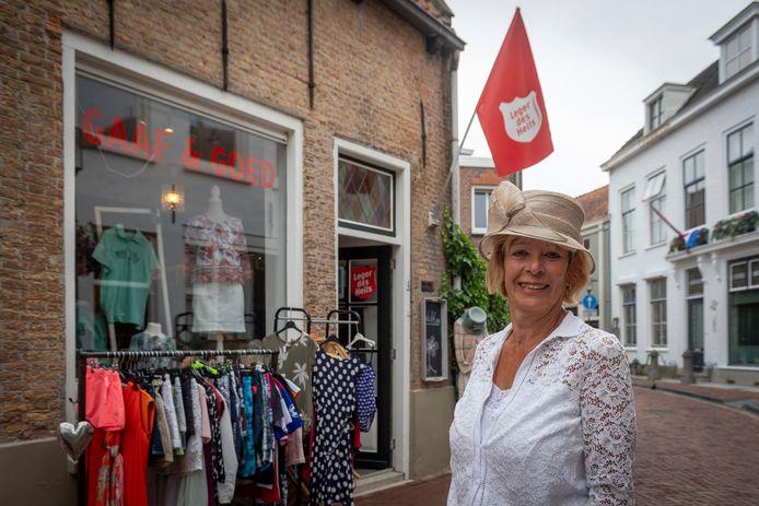 Marjet Bakx uit Tholen bij Gaaf & Goed, de winkel in tweedehandskleding van het Leger des Heils .