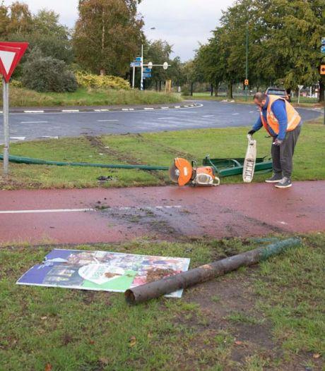 Ravage op rotonde in Baarn na ongeval