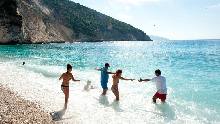 Kefalonia is een populaire bestemming onder zonaanbidders met een beperkt budget, die een weekje of twee willen niksen in een van de vele all inclusive resorts. Beeld An-Sofie Kesteleyn.