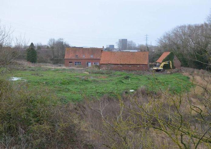 Een zicht op het gebied in de omgeving van de Babilliebeek. Centraal staat een oude hoeve.