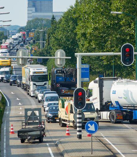 Afsluiting A50 zorgt voor verkeerschaos in heel Veghel: inwoners kunnen geen kant uit