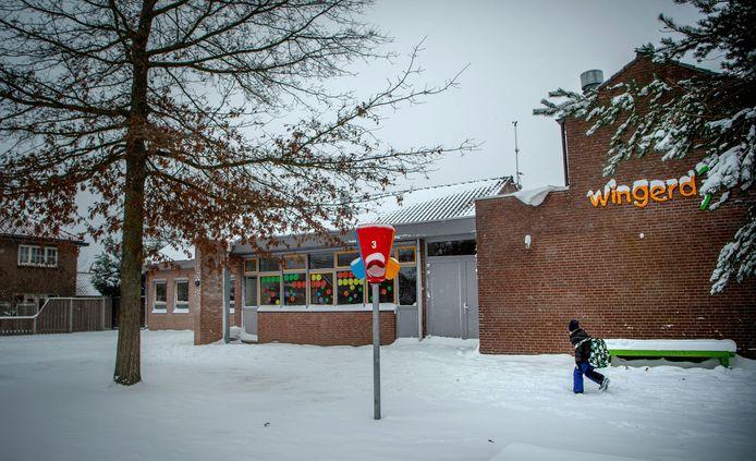 Basisschool de Wingerd in Bergharen was wel open voor leerlingen vandaag. Maar aan ouders werd vanwege het extreme weer geadviseerd hun kinderen zo mogelijk thuis te houden.