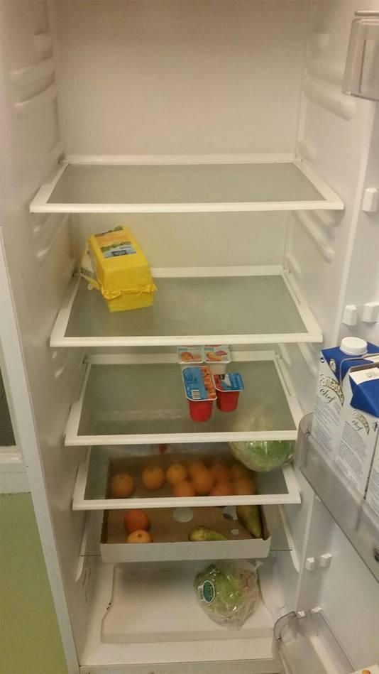 De koelkast is zo goed als leeg