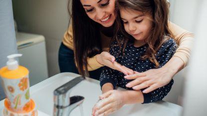 """Hou kinderen weg van handgels: """"Zij zijn extra gevoelig voor alcoholvergiftiging"""""""