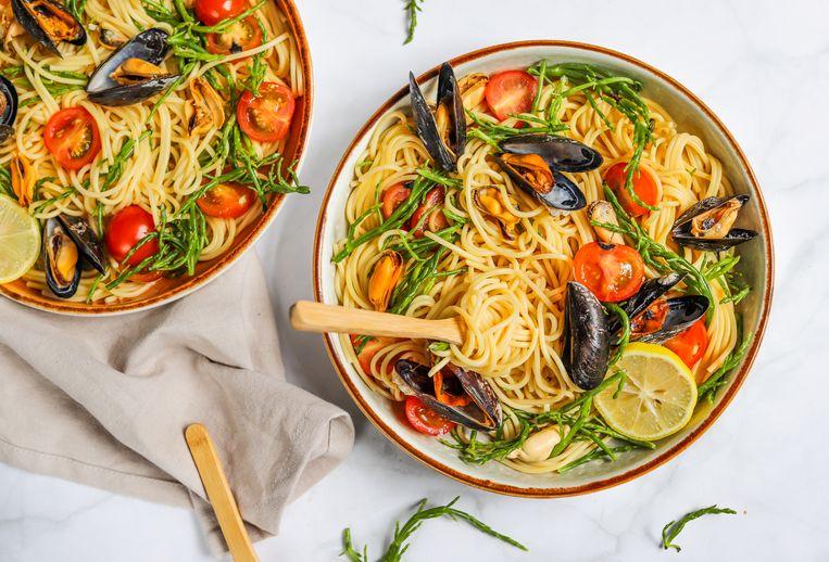Spaghetti met zeekraal en mosselen. Beeld