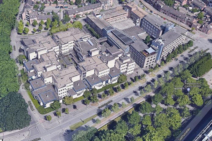 De oude Bredase rechtbank (links) aan de Sluissingel is opgebouwd uit diverse kleine eenheden. Bij de woningbouwplannen voor de locatie wordt ook het aangrenzende  kantorencomplex (rechts) aan de Fellenoordstraat betrokken. .