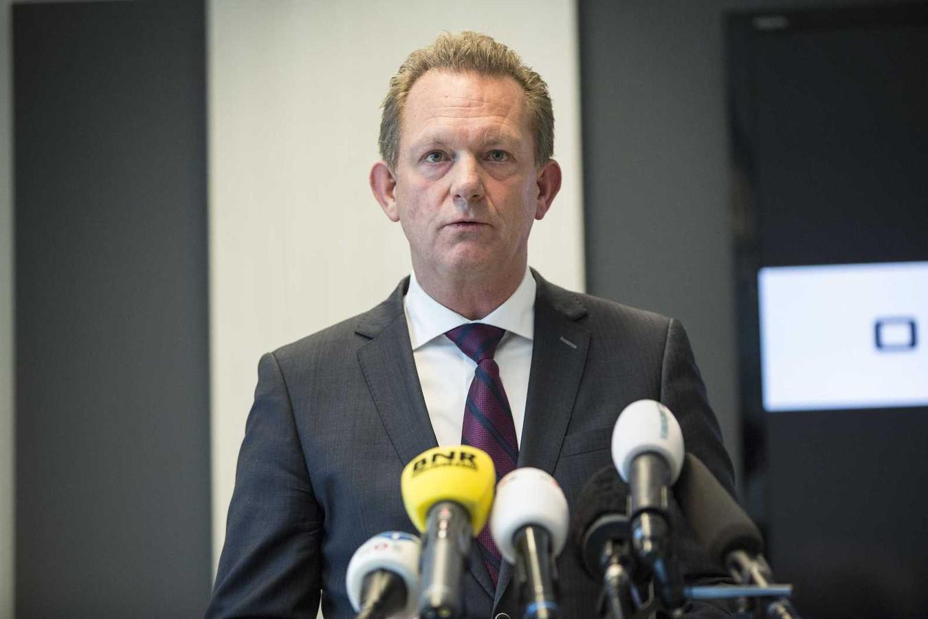Fred Westerbeke, hoofdofficier van Justitie van het Landelijk Parket en coördinator van het Joint Investigation Team, reageert tijdens een persconferentie op het rapport van de OVV over de ramp met vlucht MH17.