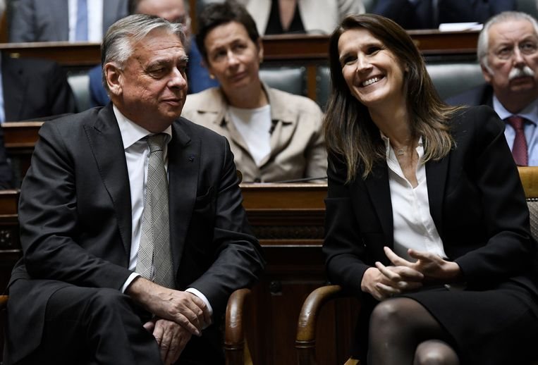 Patrick Dewael naast Sophie Wilmès. Beeld Photo News