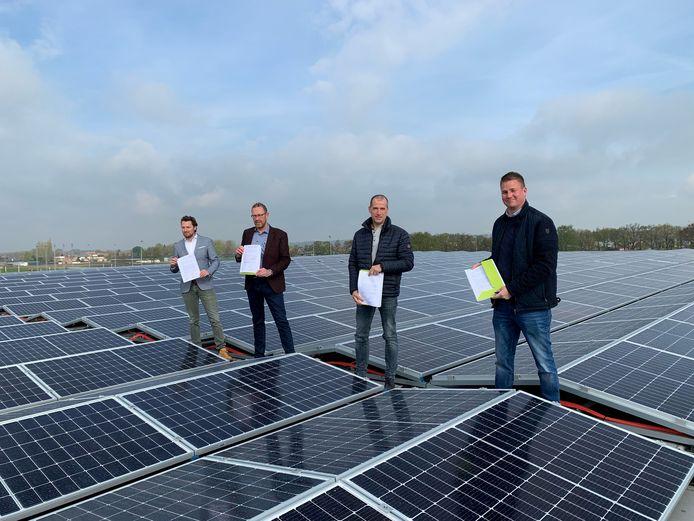 Vlnr. wethouder Thom Blankers van de gemeente Heusden, Arnold Versteeg (voorzitter Stichting Parkmanagement Heusden),  Mari van Drunen (voorzitter ZLTO) en Jasper Brok (voorzitter Heusdens Bedrijven Platform).
