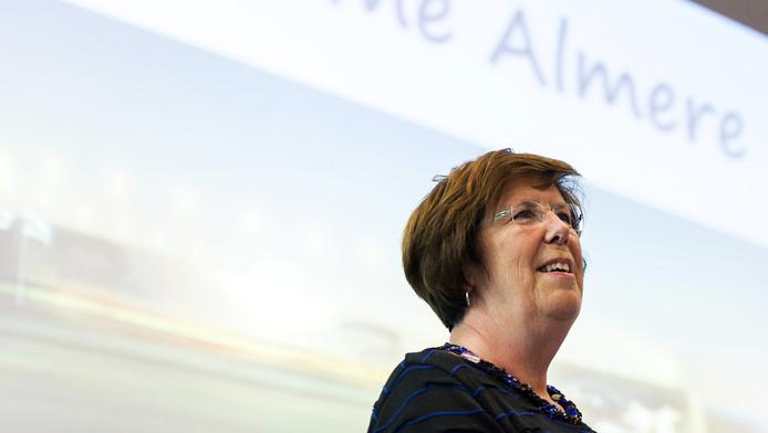 Burgemeester Annemarie Jorritsma van Almere tijdens de presentatie van de plannen eerder dit jaar