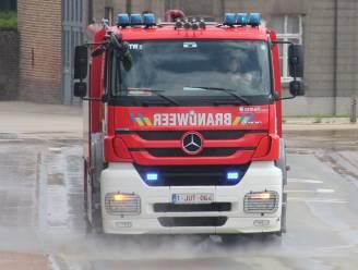 Brandweer moet vettige substantie van rotonde verwijderen