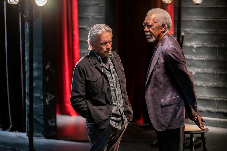 Michael Douglas als Sandy Kominsky en Morgan Freeman als Quincy in 'The Kominsky Method'. Beeld Reporters / Splash