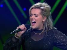 Stewardess Nienke Fitters uit Loon op Zand valt af in finale The Voice
