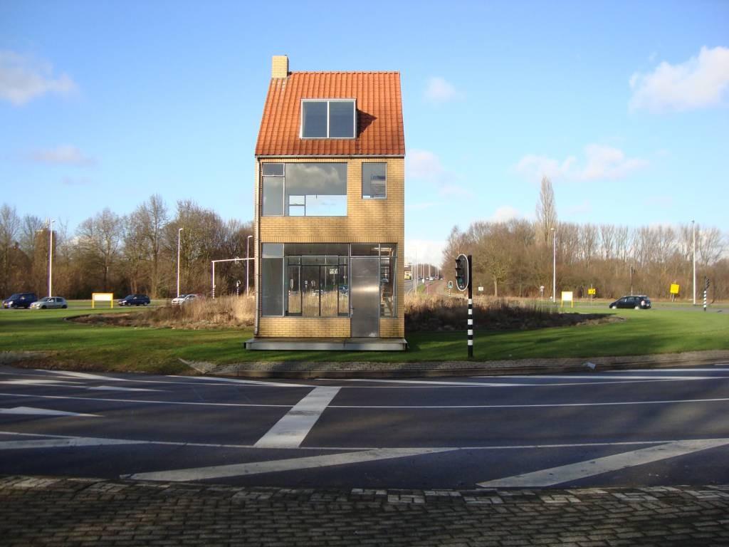 Architect k rmeling presenteert ontwerp kunstwerk halve zolenlijn in drunen foto - Foto van eigentijds huis ...