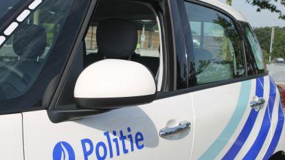 Politie schiet bij achtervolging op auto nadat inbreker inrijdt op agenten in Maasmechelen