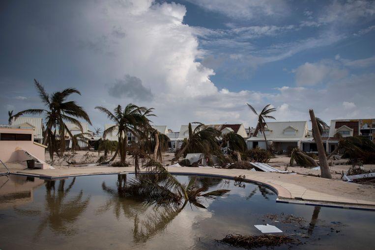 Het Franse deel van Sint-Maarten (Saint-Martin) nadat orkaan Irma over het eiland is geraasd.  Beeld AFP
