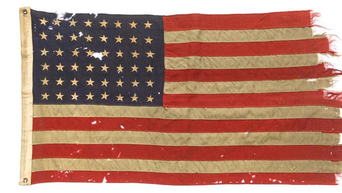 De verweerde vlag was getuige van een keerpunt in de Tweede Wereldoorlog.