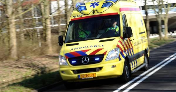 Kind gewond na ernstig ongeluk bij bushalte in Emmeloord.