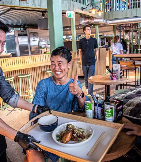 Proeven van verschillende keukens bij Gourmet Market Central Station in Tilburg