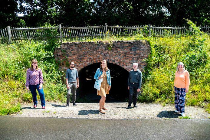 De provincie Antwerpen en Toerisme Rupelstreek zetten een uniek stukje erfgoed in de kijker met vier 'tunnelwandelingen' van 4 à 5 km. Je start telkens aan een bezoekerscentrum of museum en verkent de omgeving met extra aandacht voor de historische steenbakkerstunnels.