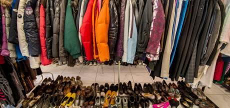 Kledingnood voor groeiende groep Nijmegenaren, voedselbank gaat kledingstukken uitdelen