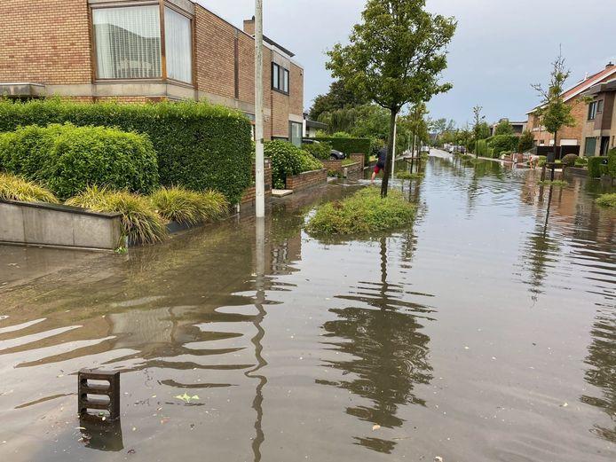 Wateroverlast in de Spalaan in Oostende.