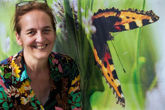 Vrijwilligster Gera van der Leun van de Tielse vlindertuin