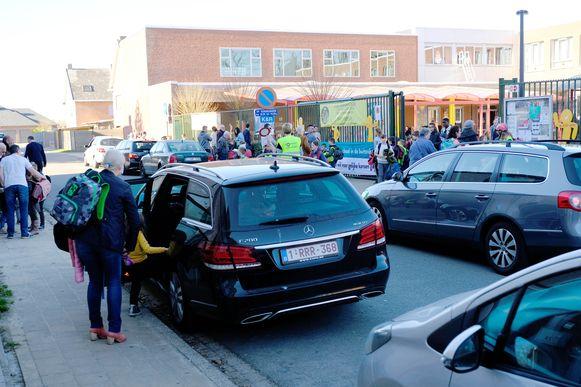 Auto's zullen na de paasvakantie niet meer tot aan de schoolpoort van de Sancta Maria basisschool geraken.