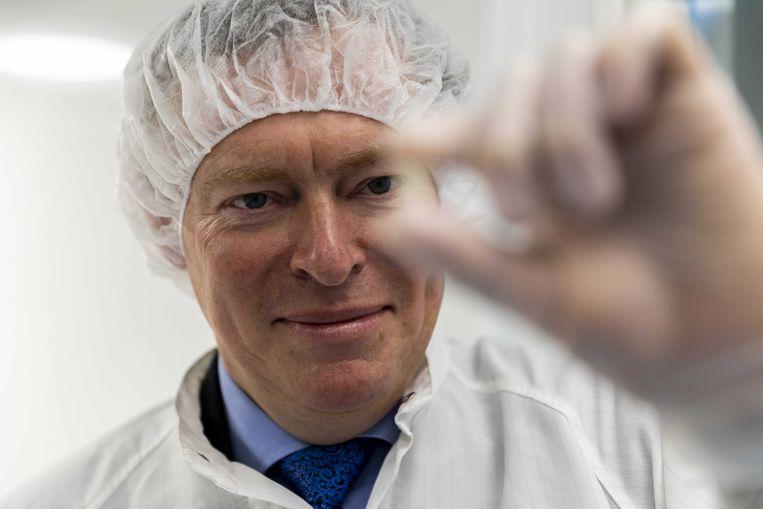 Minister Bruno Bruins voor medische zorg dreigt farmabedrijven die torenhoge prijzen vragen voor hun medicijnen vragen en daar geen opheldering over geven publiekelijk aan de schandpaal nagelen.  Beeld Nederlandse Freelancers