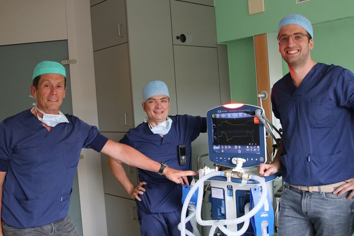 Dokters Matthias Mergeay, Luc Janssen en Michiel Stiers.