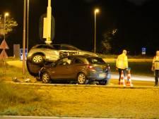 Auto belandt op andere auto in Terschuur: geen gewonden