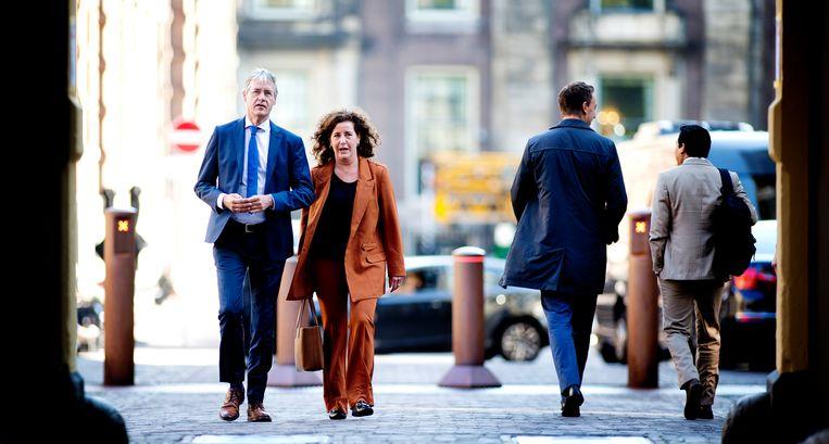 Ministers Arie Slob (Basis- en Voortgezet Onderwijs en Media) en Ingrid van Engelshoven (Onderwijs, Cultuur en Wetenschap). Beeld Hollandse Hoogte / Guus Schoonewille