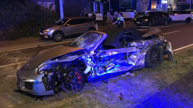 Une voiture rate son virage et percute une autre en Flandre: deux blessés