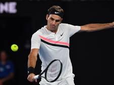 Federer redelijk eenvoudig naar halve finale in Melbourne