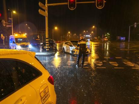 Getuige haalt gewonde vrouw uit auto na ongeluk in Ede